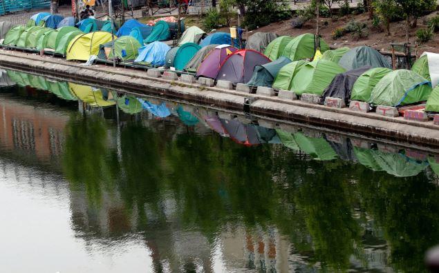 paris-illegal-alien-horde-camp-migrant